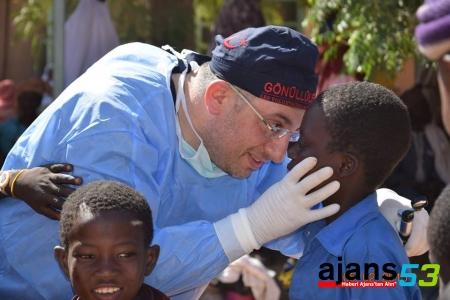 RTEÜ Öğretim Üyesi Afrika'da İnsanların Yaralarını Sardı