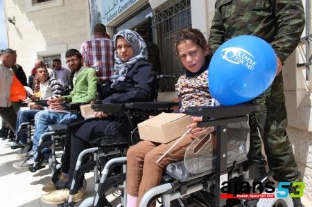 Filistinli 25 engelli, Hayata akülü arabayla yeniden merhaba diyecek