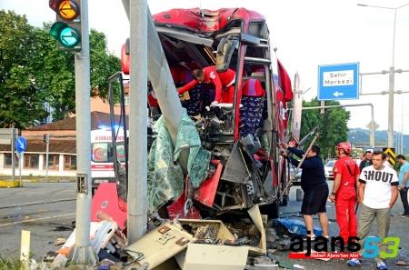 Rize'de otobüs ile otomobil çarpıştı: 2 ölü, 36 yaralı