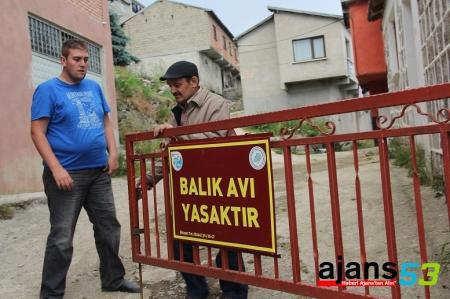 Cimilliler Köyün Girişine Kilit Vurdu !