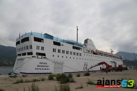Piri Reis Üniversitesi staj gemisi Rize'de..