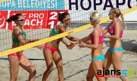 Hopa'da Plaj Veleybolu Heyecanı Başladı