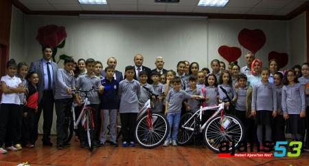 Rize'de öğrencilere bisiklet dağıtıldı