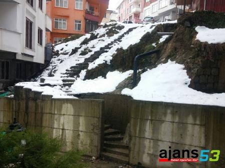 Rize'de Bu Merdiven Tehlike Saçıyor!