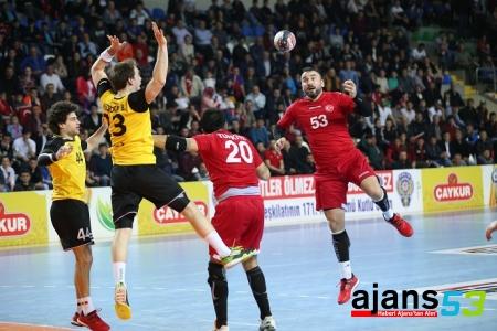 Hentbol A Milli Takım'a Rize Yaramadı! 28 - 37!