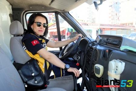 Rize'de ambulans direksiyonuna kadınlar geçti