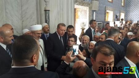Erdoğan Şehitler İçin Rize'de Kur'an-ı Kerim'den Sure Okudu