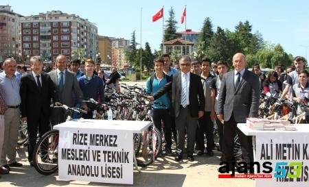 Rize'de 407 öğrenciye bisiklet dağıtıldı