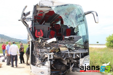 Otobüs Rize'ye Geliyordu! 1 Ölü 20 Yaralı