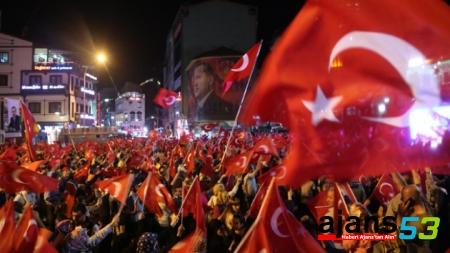 Rizeli 'demokrasi nöbeti' ni sürdürüyor