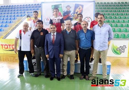 Yıldızlar Güreş Turnuvasında Türkiye 8 altın madalya ile birinci