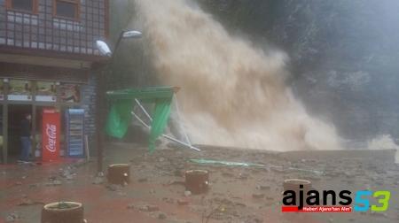 Rize'de şiddetli yağış: 1 ölü